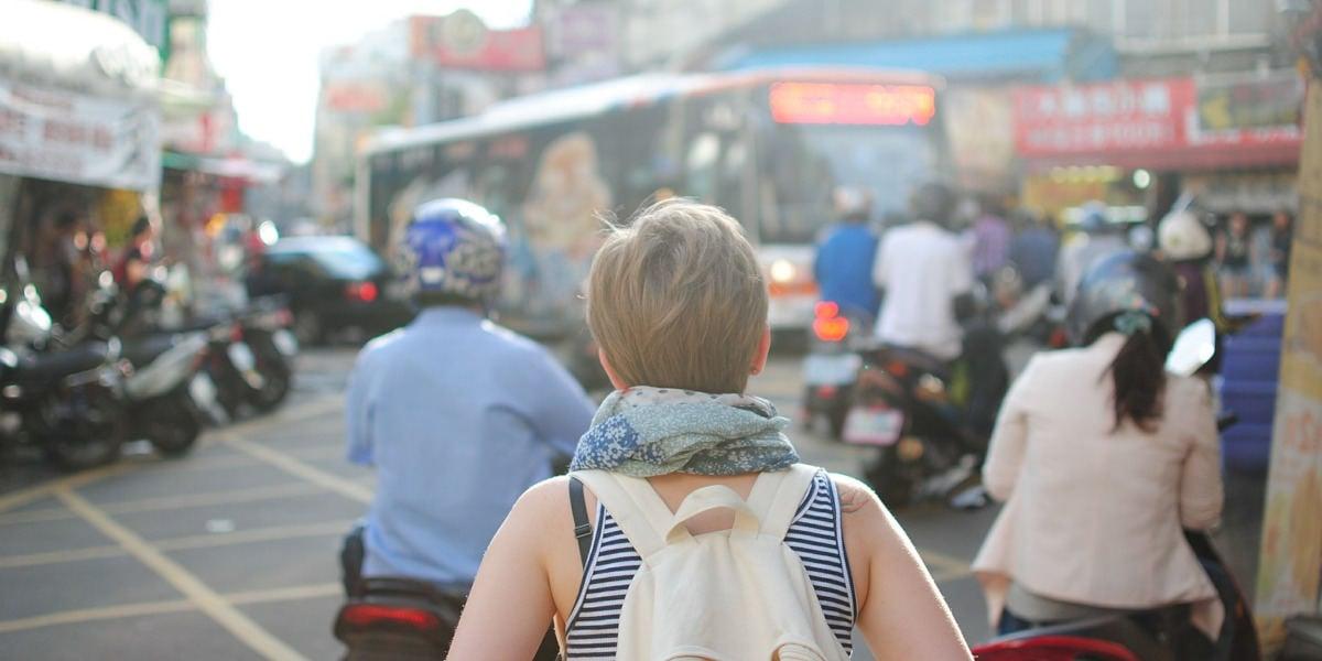 live cultures help prevent travelers' diarrhea
